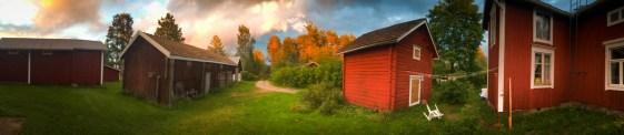 Panorama över gårdstun.