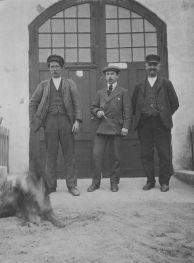Utanför Baltiska Cementfabriken i Skanörs hamn 1915.