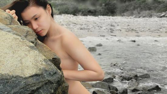 Lại sốc với ảnh nude khỏa thân của Mai Hải Anh tại bãi biển Nha Trang