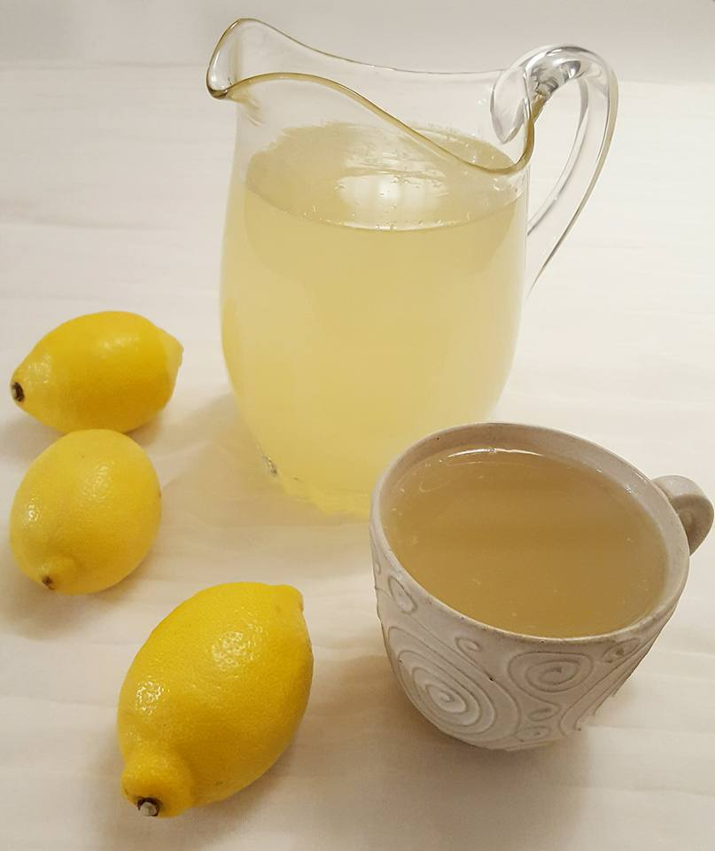 ingefära citron varmt vatten