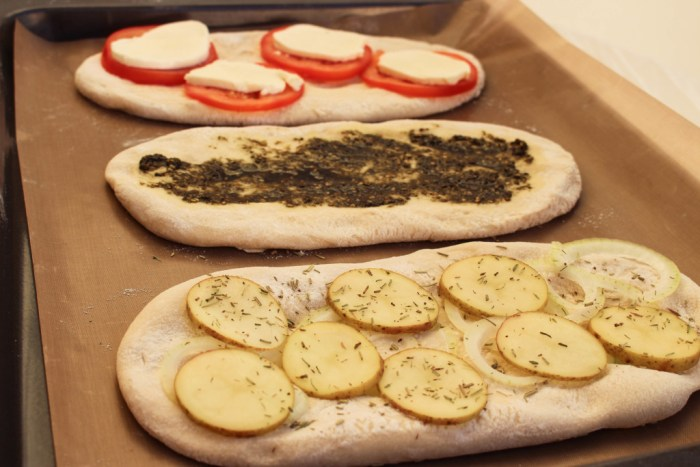 Tunna skivor med potatis med lök och timjan är en favorit.