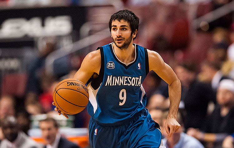 Ricky Rubio hunts for an opening. Cover your five-hole. (Howard Smith-USA TODAY Sports)