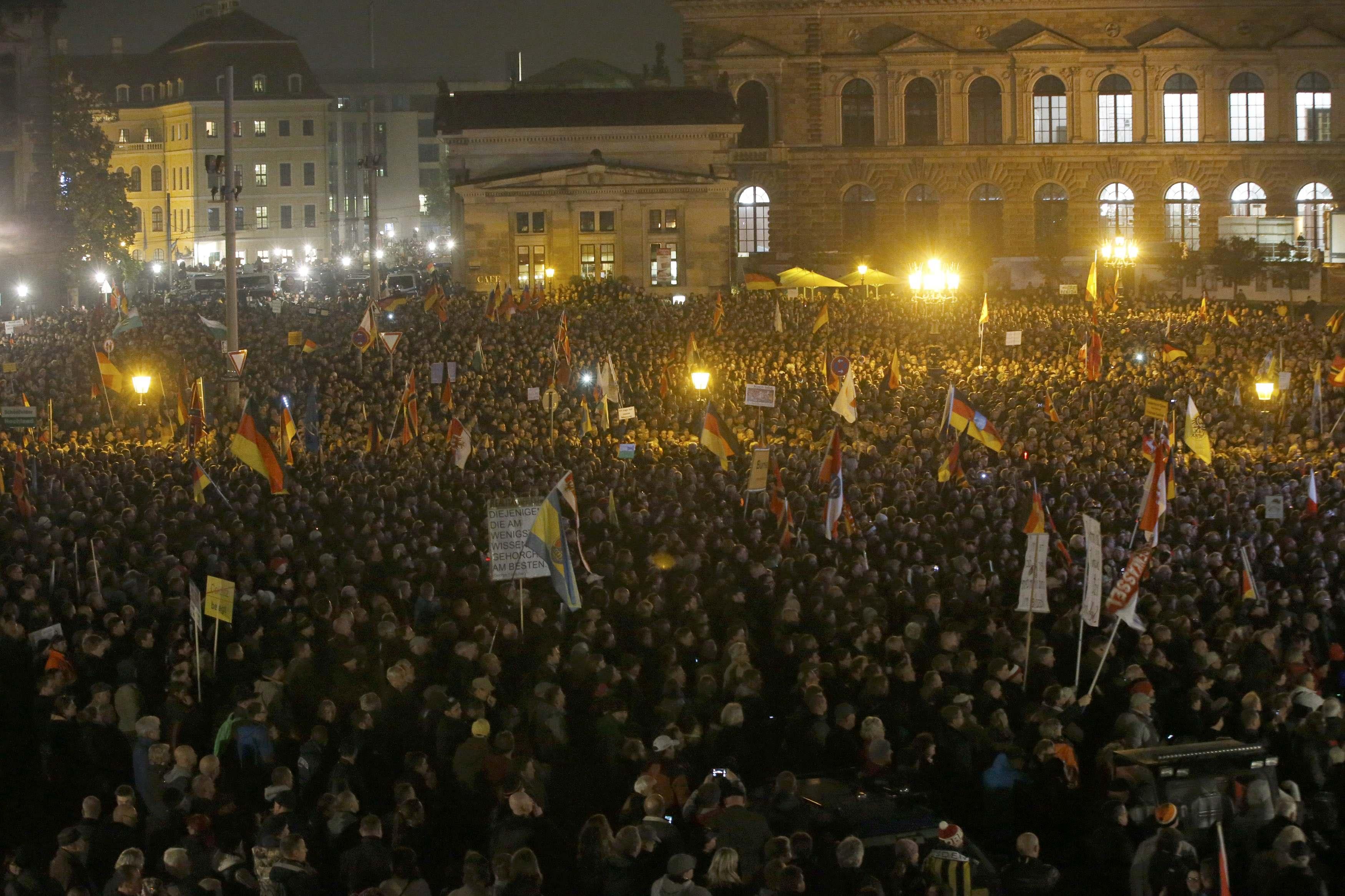 https://i1.wp.com/media.zenfs.com/en_us/News/Reuters/2015-10-19T213408Z_1_LYNXNPEB9I19U_RTROPTP_4_GERMANY-POLITICS.JPG