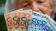 Die Rentner in Deutschland tragen fast 10 Prozent zum Aufkommen der Einkommensteuer bei.