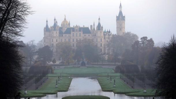 © ZB Das Schweriner Schloss ist der Sitz des Landtags von Mecklenburg-Vorpommern.
