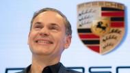 Porsche-Vorstandschef Blume ist optimistisch angesichts der guten Bilanzzahlen. Einen Stellenabbau hat sein Unternehmen nicht geplant.