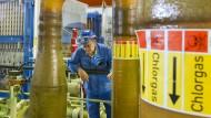 Neues Syntheseverfahren: Wie sich Kunststoff ohne Chlorgas herstellen lässt