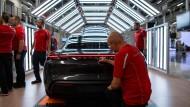 Da klingelt die Kasse: Die Porsche-Mitarbeiter können sich über eine Prämie von fast 10.000 Euro freuen.