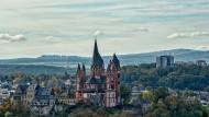 Erhaben: Die Domkirche auf einem Kalkfelsen über der Altstadt von Limburg.