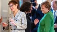 In fortwährender Diskussion: Das Spitzenpersonal von CDU und SPD – hier beim Neujahrsempfang in Schloss Bellevue im Januar.