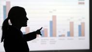 Frauen kommen seltener in Führungspositionen.