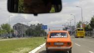 Touristen können in Belgrad eine Tour buchen, die ihnen Gebäude, Autos und andere Objekte aus der Zeit Jugoslawiens vor Augen führt.