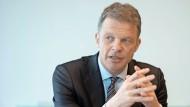 In der Doppelrolle: Christian Sewing führt nun auch den Bankenverband.
