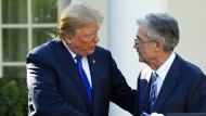 Verstehen sich nur bedingt: Donald Trump und Jerome Powell vor knapp zwei Jahren im Garten des Weißen Hauses.