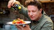 Der britische Starkoch Jamie Oliver 2017 in der One Kitchen Kochschule in Hamburg