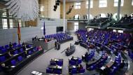Ralph Brinkhaus, Vorsitzender der CDU/CSU-Bundestagsfraktion, vor der Abstimmung über die Reform des Infektionsschutzgesetzes am 21. April 2021.