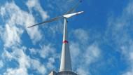 Leider nicht im erforderlichen Maße skalierbar: Bei  Gaildorf in Baden-Württemberg wurde ein Windpark mit einem Pumpspeicherkraftwerk kombiniert.