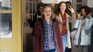 Gute Laune in der Klima-Gang: Mirella (Tilda Jenkins, vorne links) und ihre Freundinnen sind den drögen Erwachsenen immer schon einen Schritt voraus.