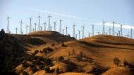 Windräder in einem Windpark in Kalifornien