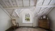 Problemfall Dachboden: Hier können hohe Sanierungskosten drohen.