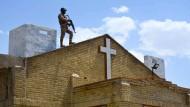 Nach der verheerenden Anschlagsserie auf Kirchen und Touristenhotels in Sri Lanka sind acht Menschen festgenommen worden.