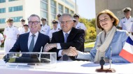 Der australische Premierminister Scott Morrison (Mitte) zusammen mit dem australischen Verteidigungsminister Christopher Pyne (l.) und der französischen Verteidigungsministerin Florence Parly