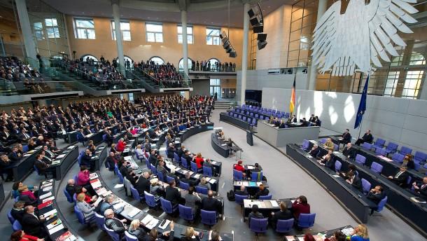 © dpa Der aktuelle 18. Deutsche Bundestag hat 630 Abgeordnete.