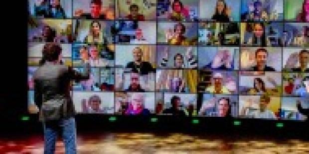 """Selbstzweifel im Homeoffice: Deprimiert vom eigenen """"Zoom Face"""""""