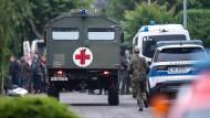Die Bundeswehr ist unter anderem in Erftstadt, Nordrhein-Westfalen, mit Sanitätsfahrzeugen im Einsatz,
