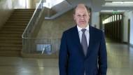 Olaf Scholz am Donnerstag im Flur des Finanzministeriums in Berlin