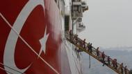 Die Türkei entsendet immer wieder Bohrschiffe ins Mittelmeer, um nach Erdgas zu suchen. Damit heizt es die Konflikte mit Zypern und Griechenland weiter an.