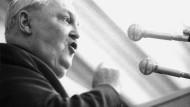 """Der """"Vater des deutschen Wirtschaftswunders"""" während einer Rede im Jahr 1961. Professor Ludwig Erhard setzte nach der Währungsreform 1948 das Konzept der sozialen Marktwirtschaft durch."""