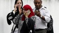 Verzweifelte Menschen vor der Al-Noor-Moscheen in Christchurch