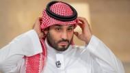 Letzte Vorbereitungen für ein Interview: Der saudische Kronprinz Muhammad bin Salman am 27. April 2021