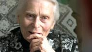"""Joanna Pensson war im Frauenkonzentrationslager Ravensbrück inhaftiert. Für die Aufseherin Johanna Langefeld schrieb sie 1946 einen """"Verteidigungsbrief""""."""