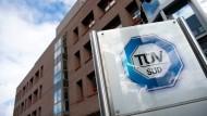 Das TÜV-Süd-Logo an der Konzernzentrale in München