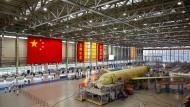 Wie Donald Trump Chinas Luftfahrtindustrie angreift