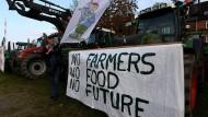 Landwirte demonstrieren in Rendsburg mit ihren Traktoren gegen die Agrarpolitik der Bundesregierung.