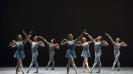 """Eine Ästhetik ohne Zukunft: Das Ballett der Opéra National de Paris in der Wiederaufnahme von William Forsythes """"Blake Works"""""""