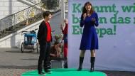 Alexandra Geese bei einem Wahlkampfauftritt in Bonn mit Ska Keller, der Spitzenkandidatin der Grünen