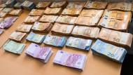 Der neue Razzia gründet auf einem Bargeld-Zufallsfund.
