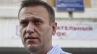 Alexej Nawalnyj am 8. September vor einem Wahllokal nach seiner Abstimmung