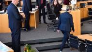 Warf dem frisch gewählten Thrünger Ministerpräsidenten Thomas Kemmerich den Blumenstrauß vor die Füße: Susanne Hennig-Wellsow (Die Linke)