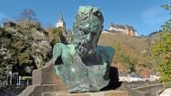 Neunzehn Jahre seines Lebens verbrachte der streitbare Dichter Victor Hugo in der Verbannung und 1871 drei Monate in der Stadt Vianden – Zeit genug, um in dem Städtchen unsterblich zu werden.