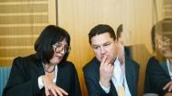 Angeklagter Held und seine Anwältin Ute Bottmann am Dienstag vor Prozessbeginn