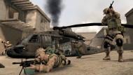 """""""America's Army"""" (2002), Genre: Taktik-Shooter, Entwickler: MOVES Institute, Secret Level, Gameloft. Einzigartig an """"America's Army"""" ist, dass Herstellung und Vertrieb aus dem amerikanischen Staatshaushalt finanziert werden, denn das Spiel wurde bewusst zur Rekrutierung junger, intelligenter und technikaffiner Menschen hergestellt. Es wird seit 2002 kostenlos zum Herunterladen angeboten und entwickelte sich aufgrund der großen Anzahl leistungsstarker, ebenfalls von der US Army finanzierter Spielserver innerhalb kürzester Zeit zu einem der meistgespielten Online-Schießspiele. Besonders erfolgreiche Spieler werden dann per Mail von den Rekrutierungsabteilungen des Heeres kontaktiert."""