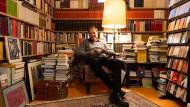 Leitender Redakteur beim Hessischen Rundfunk: Hans Sarkowicz sammelt nicht nur Bücher, sondern schöpft auch aus ihnen für seine eigenen Werke