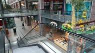 Geschlossene Geschäfte im Köpenick-Center in Berlin. Das Coronavirus zwingt Deutschland zum Stillstand.