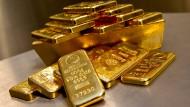 Der Goldpreis erreichte zeitweise mit 1347 Dollar je Feinunze (31,1 Gramm) den höchsten Stand seit zehn Monaten.