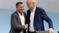 Finanzvorstand Bodo Uebber (links) und sein Chef Dieter Zetsche verlassen Daimler.
